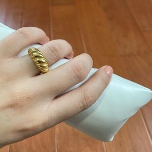 Gold Color Twisted Ring Size 7